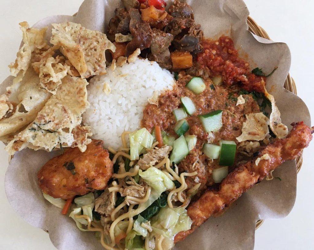 Nasi Pecel Bu Tinuk Kuta 3 1024x816 » Nasi Pecel Bu Tinuk Kuta, Pilihan Kuliner Pecel yang Paling Terkenal di Seantero   Bali