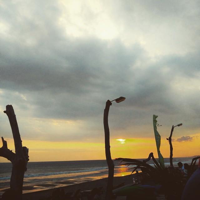 Pantai Batu Belig Bali 1 » Pantai Batu Belig Bali, Pantai Paling Asyik Menyaksikan Pemandangan Sunset