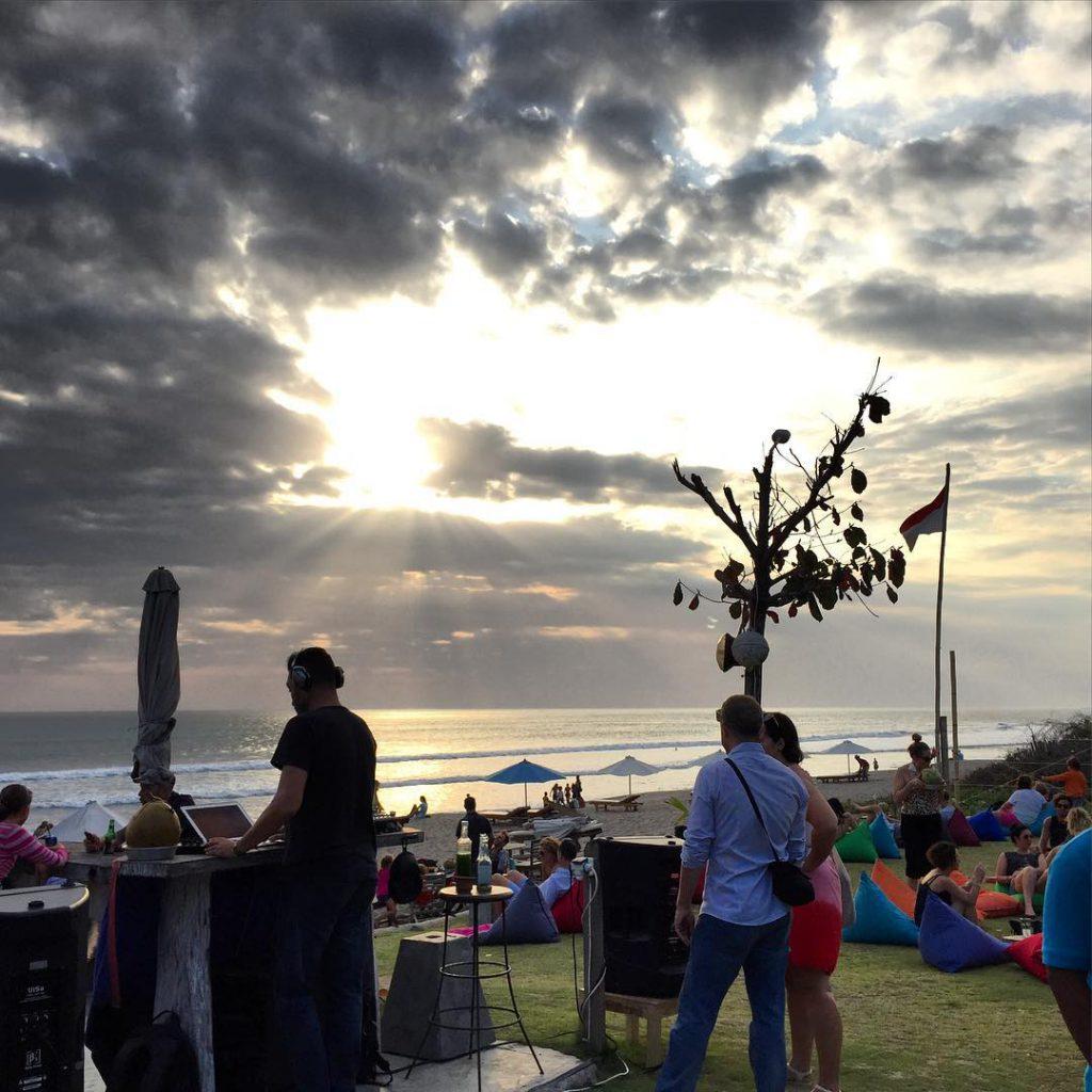 Pantai Batu Belig Bali 2 1024x1024 » Pantai Batu Belig Bali, Pantai Paling Asyik Menyaksikan Pemandangan Sunset