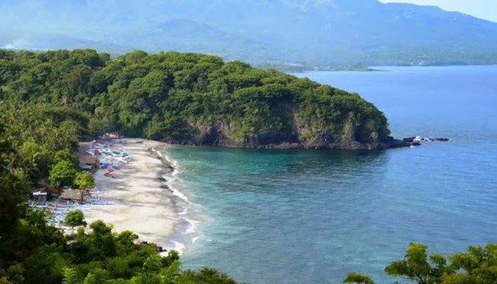 Pantai Bias Putih Karangasem 1 » Pantai Bias Putih Karangasem, Pantai Indah yang Diapit Dua Bukit Cantik di Bali