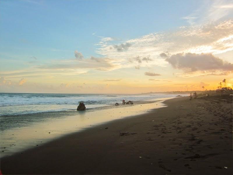 Pantai Biaung Denpasar 3 » Pantai Biaung Denpasar, Pantai Pasir Hitam dengan Pemandangan Sunset Indah dan Ombak Memukau
