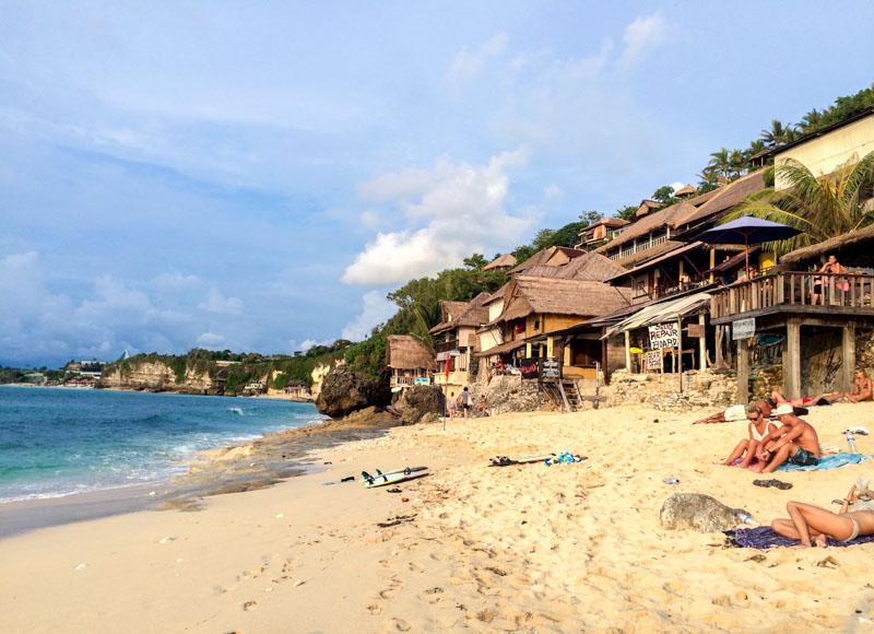 Pantai Bingin, Kesunyiannya Tak Mampu Sembunyikan Keindahannya