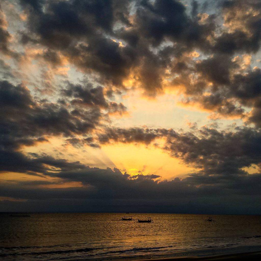 Pantai Candi Kusuma 2 1024x1024 » Pantai Candi Kusuma, Pantai dengan Suasana Matahari Terbenam yang Memesona