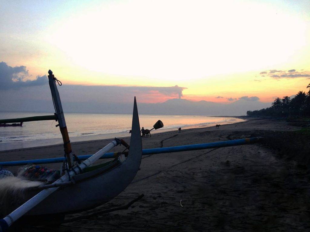 Pantai Candi Kusuma 3 1024x768 » Pantai Candi Kusuma, Pantai dengan Suasana Matahari Terbenam yang Memesona