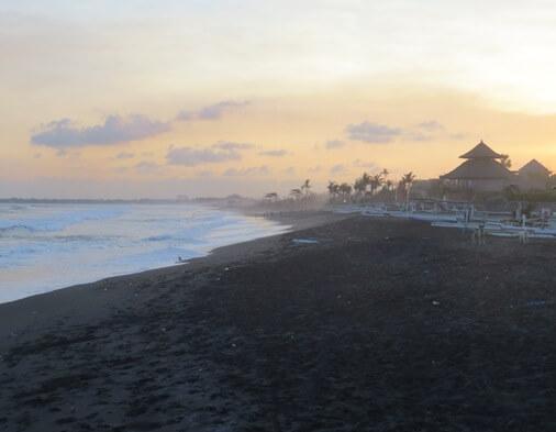 Pantai Gumicik Ketewel Gianyar, Wisata Pantai dengan Sunrise Indah yang Masih Sepi Pengunjung