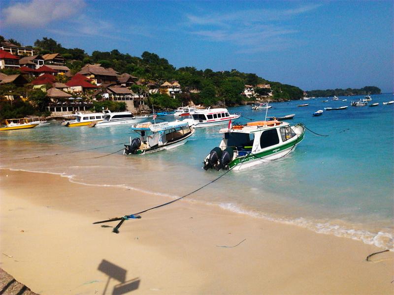 Pantai Jungut Batu Nusa Lembongan, Pintu Masuk Lembongan dengan Pemandangan Spektakuler