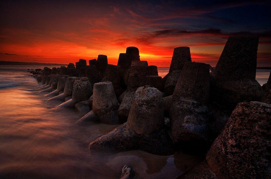 Pantai Kelan Tuban 1 1024x679 » Pantai Kelan Tuban, Pantai dengan Suasana Sunset Pesawat Terbang yang Keren Loh!