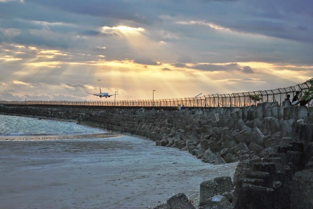 Pantai Kelan Tuban, Pantai dengan Suasana Sunset Pesawat Terbang yang Keren Loh!