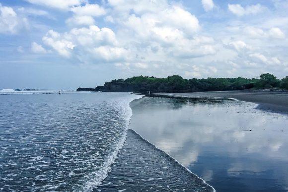 Pantai Kelating Tabanan 3 » Pantai Kelating Tabanan, Pantai Bernuansa Alami dengan Kombinasi Pasir Hitam dan Pemandangan Sunset Keren