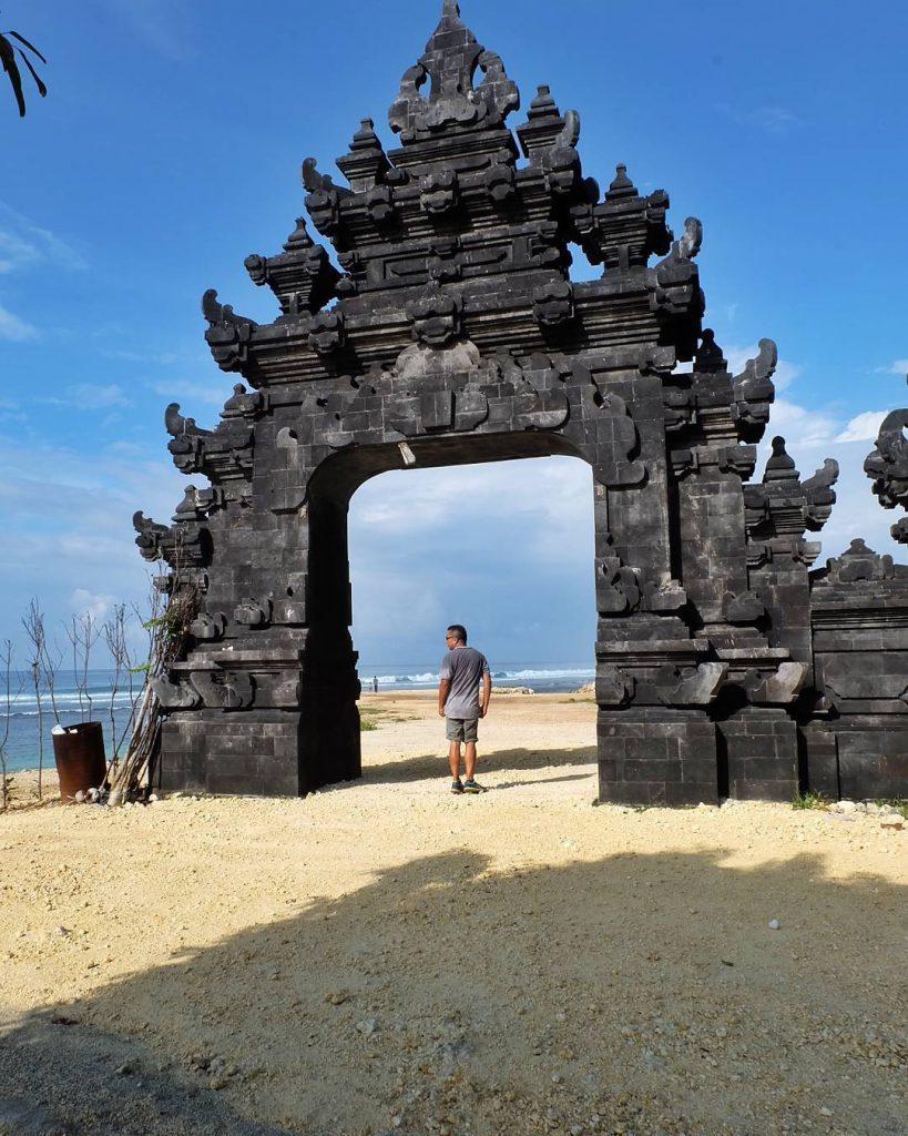 Pantai Melasti Ungasan 1 819x1024 » Pantai Melasti Ungasan, Pantai Instagrammable dengan Panorama Fantastis di Bali