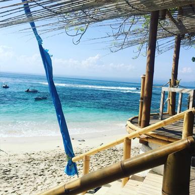 Pantai Mushroom Lembongan, Destinasi Wisata yang Memukau untuk Para Backpacker