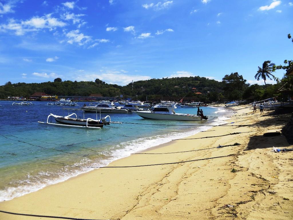 Pesona Indahnya Pantai Padang Bai