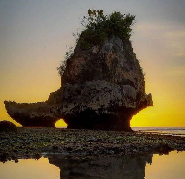 Menikmati Kesunyian Pantai Thomas Uluwatu, Pantai Tersembunyi yang Cocok untuk Melankolis