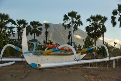 Pantai Tianyar Karangasem 3 » Pantai Tianyar Karangasem, Pantai Eksotis yang Asyik untuk Wisata Memancing di Bali