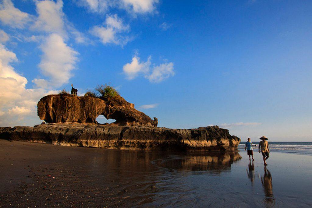 Pantai Yeh Gangga Tabanan 1 1024x683 » Pantai Yeh Gangga Tabanan, Pantai dengan Suasana Religius Tempat Pelaksanaan Upacara Melasti