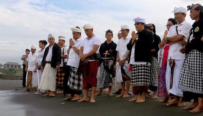 Pantai Yeh Gangga Tabanan 3 » Pantai Yeh Gangga Tabanan, Pantai dengan Suasana Religius Tempat Pelaksanaan Upacara Melasti