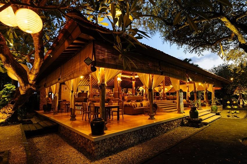 Paon Beach Club Tanjung Benoa, Restoran dengan Suasana Romantis dan Desain Arsitektur Khas Jawa