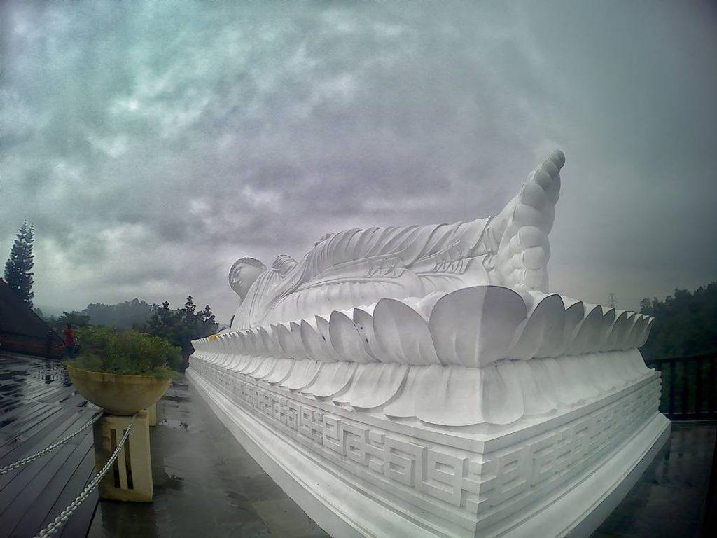 Patung Budha Tidur Vihara Dharma Giri 1 1024x768 » Menyaksikan Kemegahan Patung Budha Tidur Vihara Dharma Giri di Tabanan