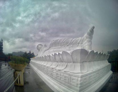 Patung Budha Tidur Vihara Dharma Giri
