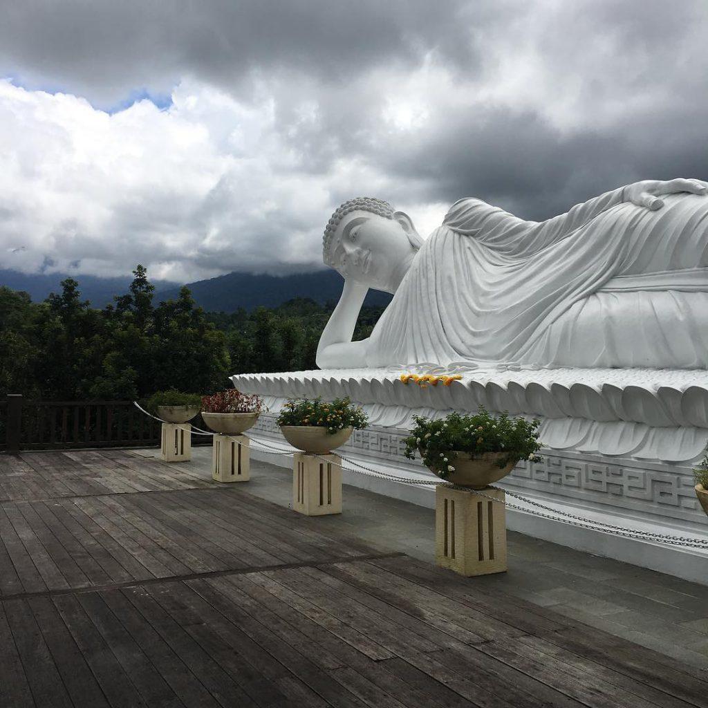 Patung Budha Tidur Vihara Dharma Giri 3 1024x1024 » Menyaksikan Kemegahan Patung Budha Tidur Vihara Dharma Giri di Tabanan