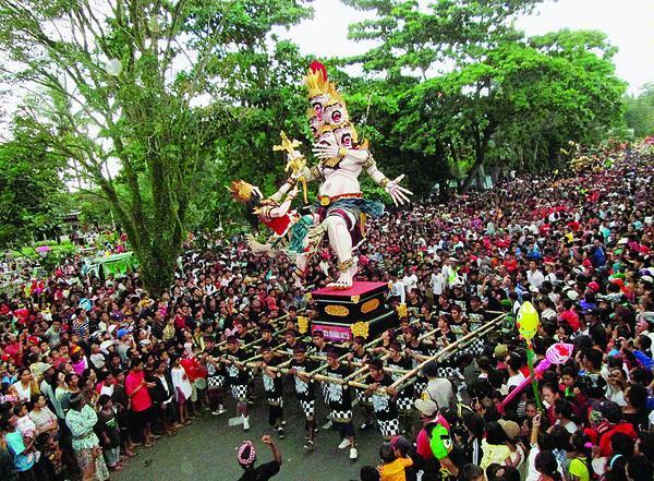 Pawai Ogoh ogoh Bali 3 » Pawai Ogoh-Ogoh Bali, Atraksi Budaya yang Penuh Kreativitas dan Nilai Religi