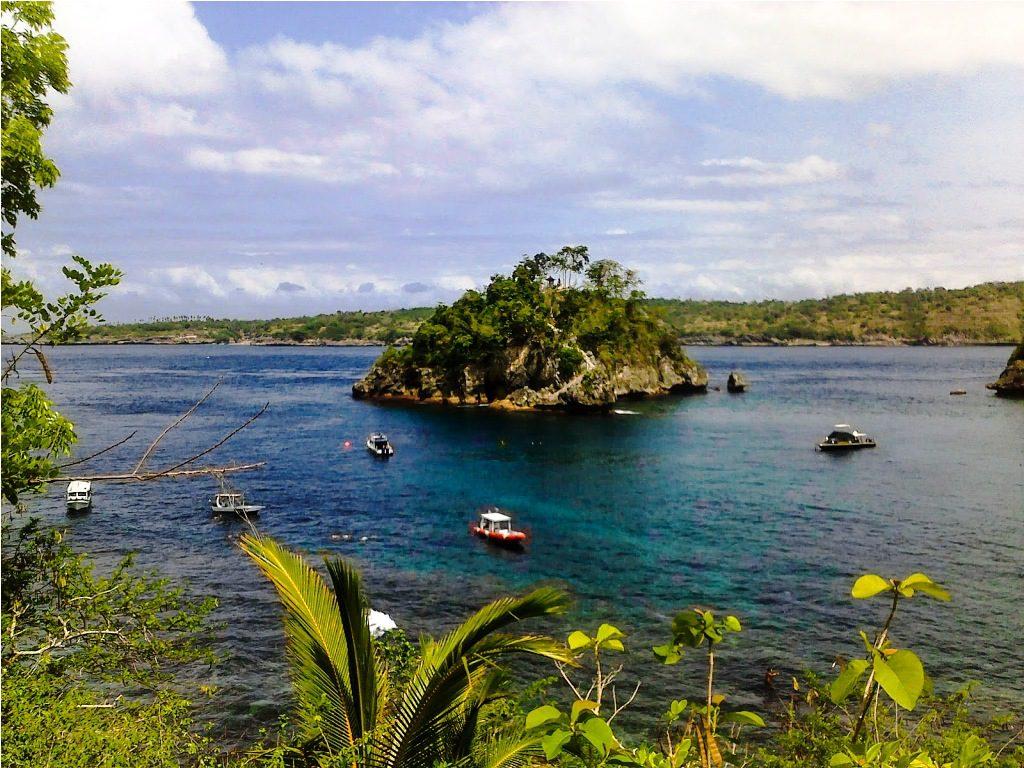 Pemandangan Crystal Bay Nusa Penida dilihat dari atas 1024x768 » Crystal Bay Nusa Penida, Pantai dengan Air Laut Super Bening