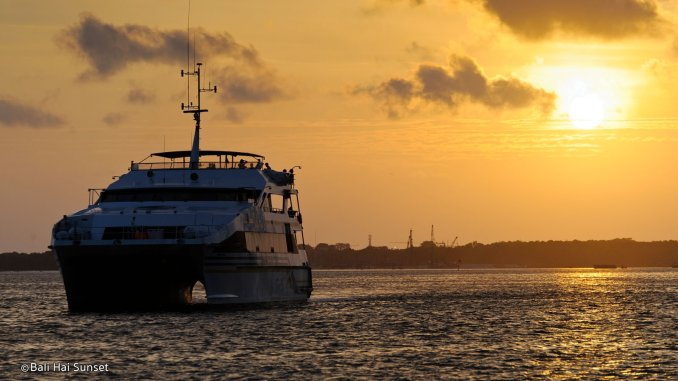 Pemandangan Sunset Terbaik di Bali 5 » 5 Aktivitas Wajib untuk Menyaksikan Pemandangan Sunset Terbaik di Bali