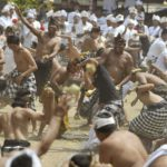 Perang Ketupat Desa Adat Kapal