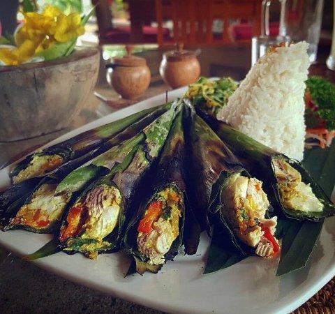 Pesan Be Pasih Khas Bali 1 » Pesan Be Pasih, Kuliner Pepes Seafood yang Menjadi Ciri Khas Masyarakat Bali