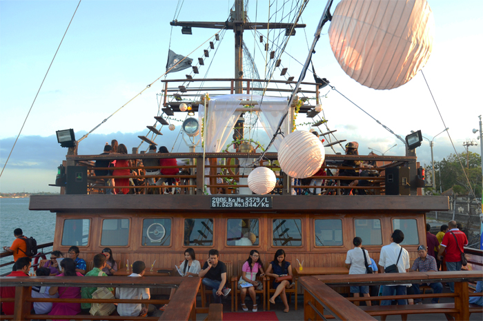 Pirate Dinner Cruise Bali
