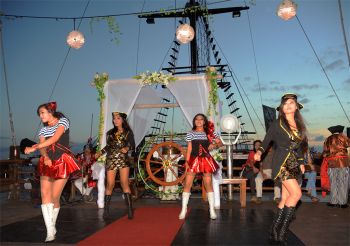 Pirate Dinner Cruise Bali 3 » Pirate Dinner Cruise Bali, Sensasi Makan Malam Romantis di Kapal Bajak Laut