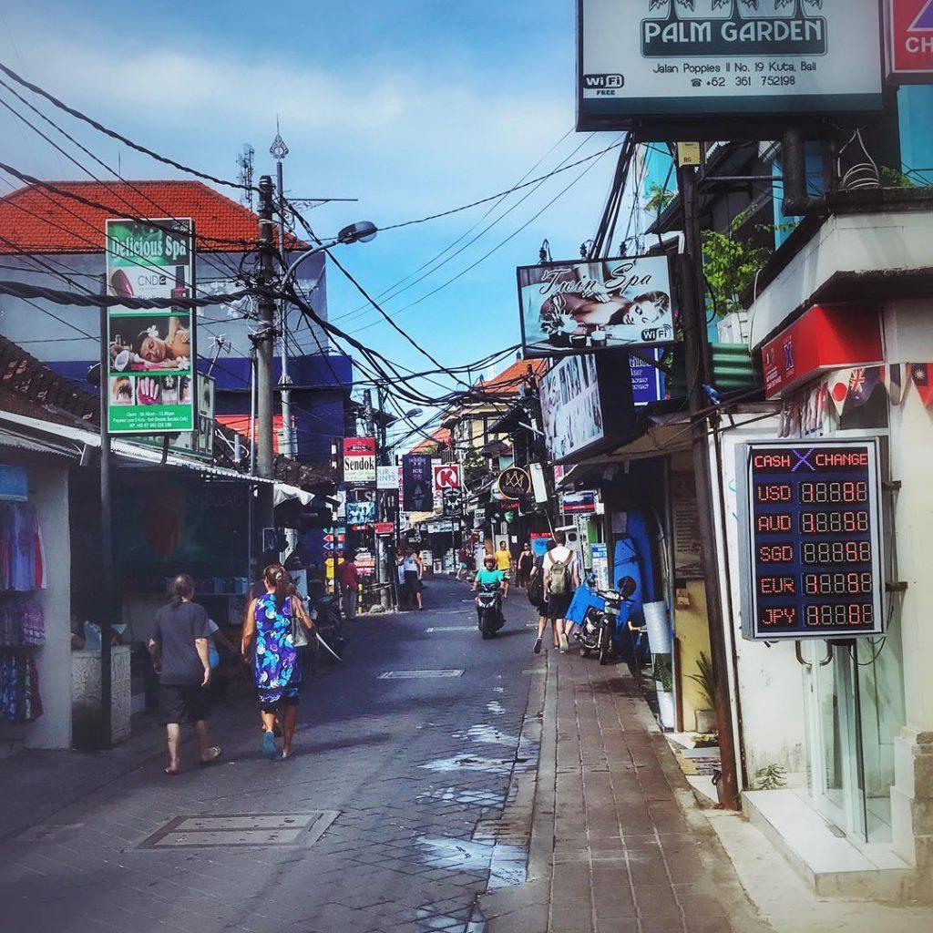 Poppies Lane Kuta 1 1024x1024 » Poppies Lane Kuta, Gang Kecil Di Bali yang Tak Pernah Sepi dan Mendunia