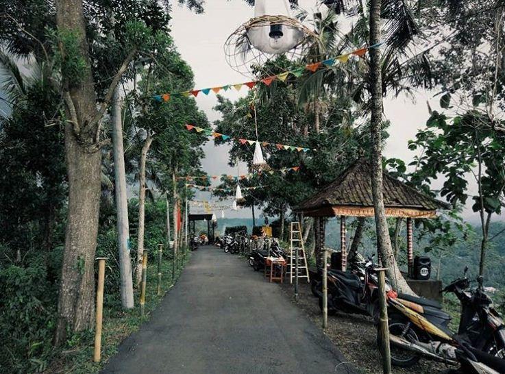 Puncak Jati Desa Timuhun 2 » Puncak Jati Desa Timuhun, Pilihan Tempat yang Tepat Menyaksikan Keindahan Klungkung dari Atas Bukit