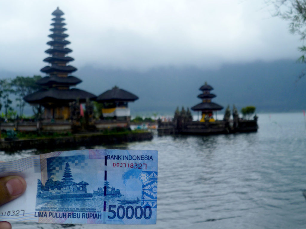 Pura Ulun Danu Bratan dalam uang pecahan 50 ribu rupiah 1024x768 » Pura Ulun Danu Bratan, Perpaduan Wisata Religi dengan Pemandangan Indah Mengagumkan