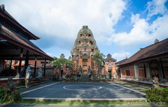 Puri Agung Peliatan, Istana Besar Tempat Tinggal Para Raja yang Mewah dan Bersejarah