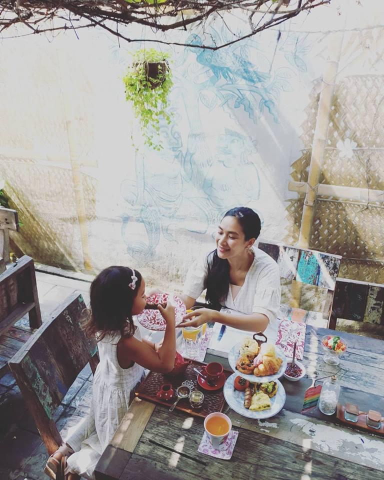 Restoran Biku Bali 1 » Restoran Biku Bali, Tempat Makan Bernuansa Klasik Milik Artis Happy Salma