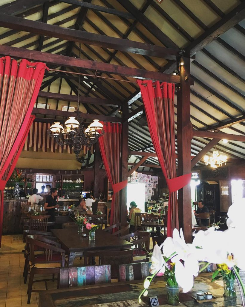 Restoran Biku Bali 2 820x1024 » Restoran Biku Bali - Sajikan Nuansa Bergaya Vintage yang Menenangkan Pikiran