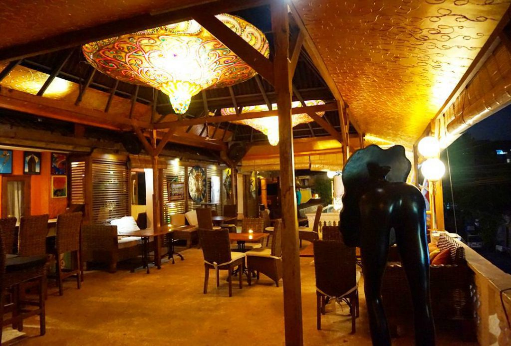Restoran Bow Bali 1 1024x694 » Restoran Bow Bali, Tempat Makan Unik dengan Desain Ruangan Cerah dan Warna-warni