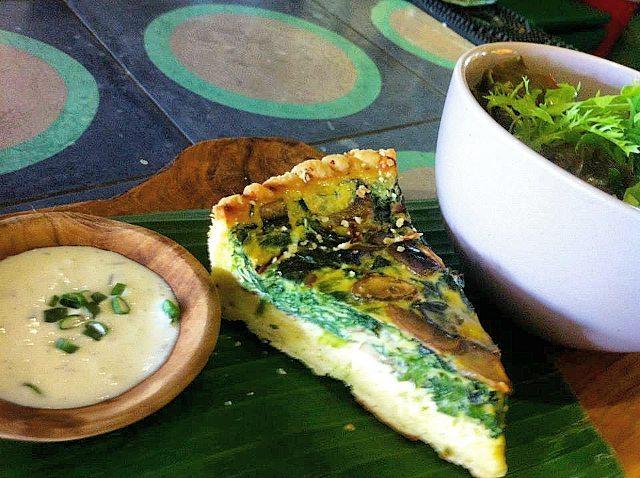 Restoran Bow Bali, Tempat Makan Unik dengan Desain Ruangan Cerah dan Warna-warni