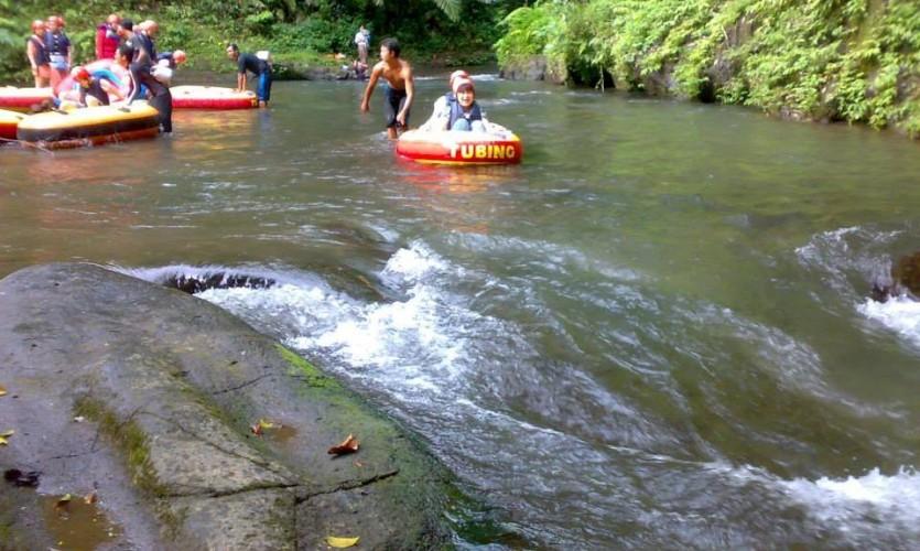 river tubing Sungai Pakerisan