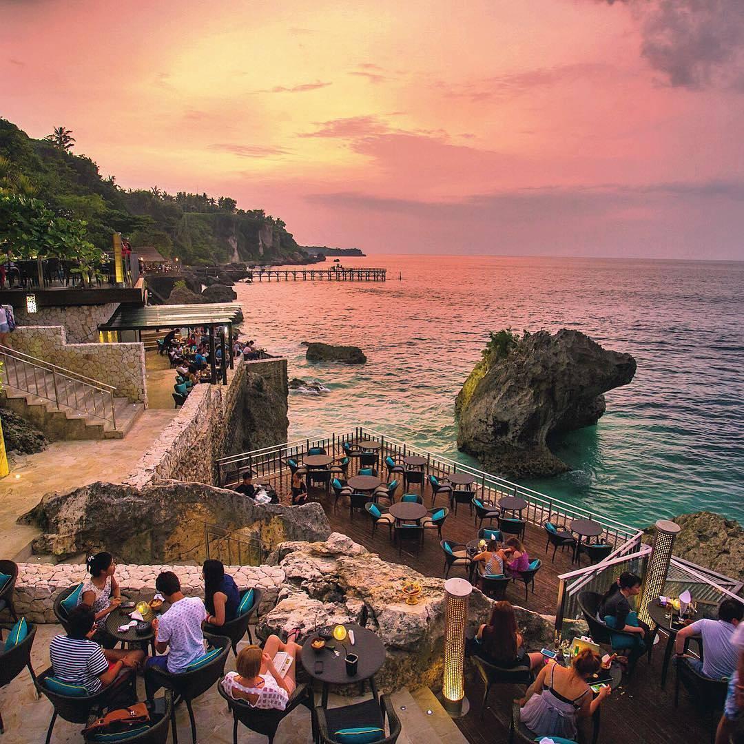 Rock Bar Bali, Resto Atas Tebing dengan Pemandangan Eksotis Tepi Pantai