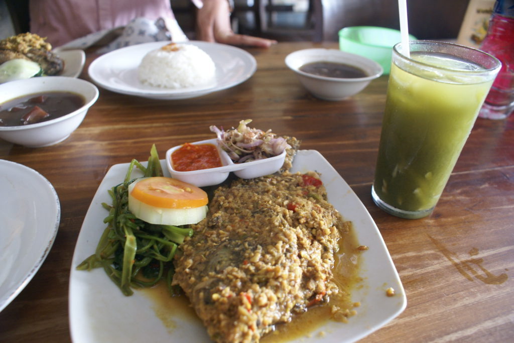 Rumah Makan Pak Bagung Bali 1 1024x683 » Rumah Makan Pak Bagong Bali, Pilihan Makanan Halal Sekaligus Murah untuk Pecinta Kuliner Mujair