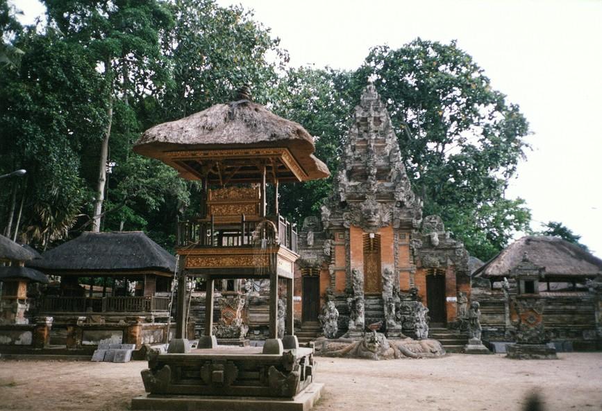Sacred Monkey Forest Sanctuary di Monkey Forest Ubud