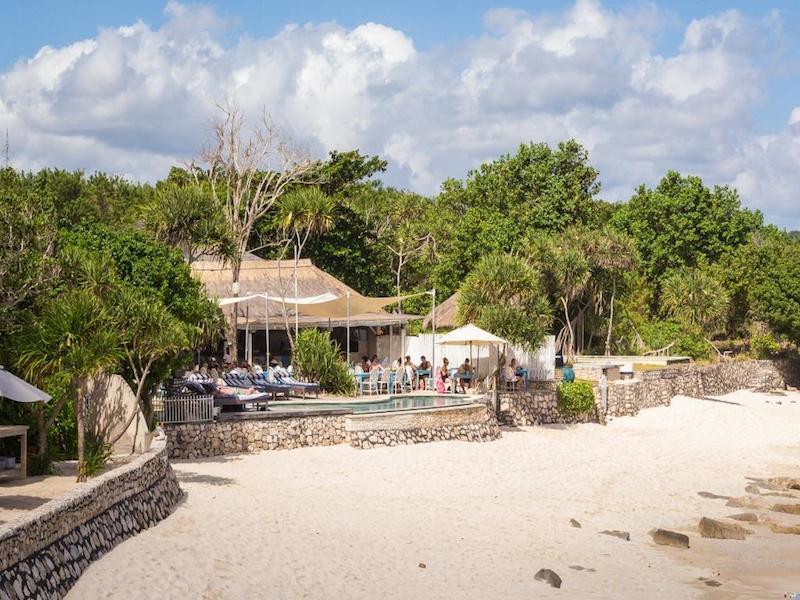 Sandy Bay Beach Club Nusa Lembongan3 » Sandy Bay Beach Club Nusa Lembongan, Bar Tepi Pantai dengan Suasana Romantis