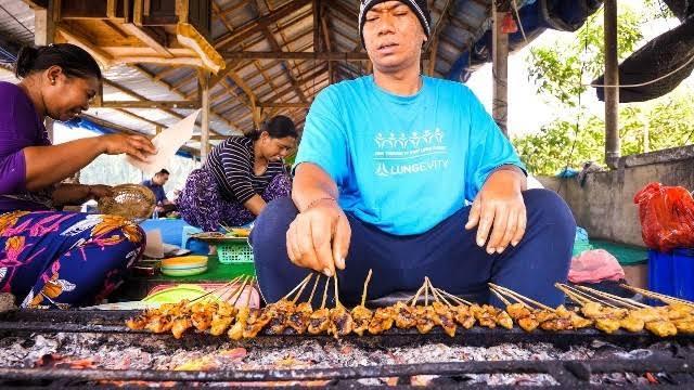 Sate Babi Bumbu Kacang 2 » Nasi Sela dengan Lauk Sate Babi Bumbu Kacang, Kuliner Khas dari Desa Sangeh