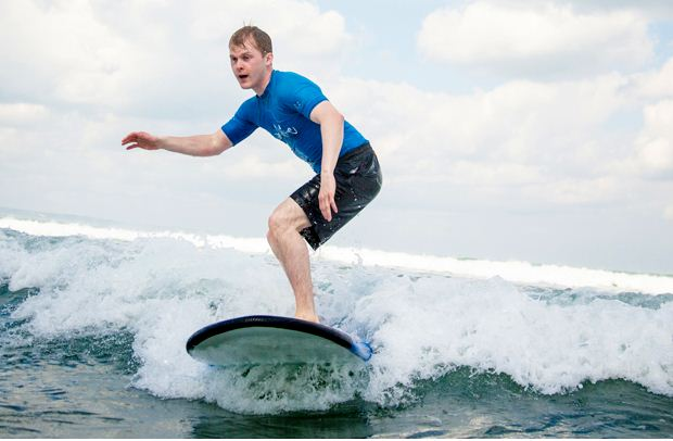 Silver Surf Bali, Belajar Menaklukkan Ombak dengan Cara Menyenangkan