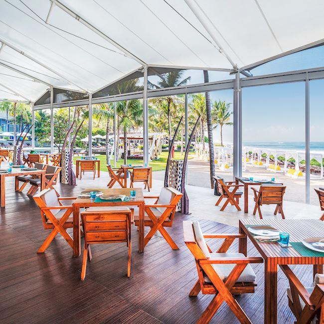 Starfish Bloo Seminyak, Restoran Mewah Tepi Pantai yang Menawarkan Konsep Bersantap Elegan