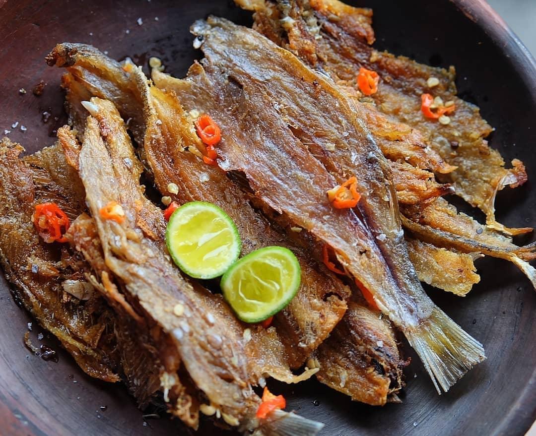 Mencicipi Sudang Lepet Khas Buleleng, Ikan Asin Tradisional dari Bali