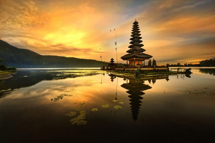 Sunset di Pura Ulun Danu Bratan » Pura Ulun Danu Bratan, Perpaduan Wisata Religi dengan Pemandangan Indah Mengagumkan