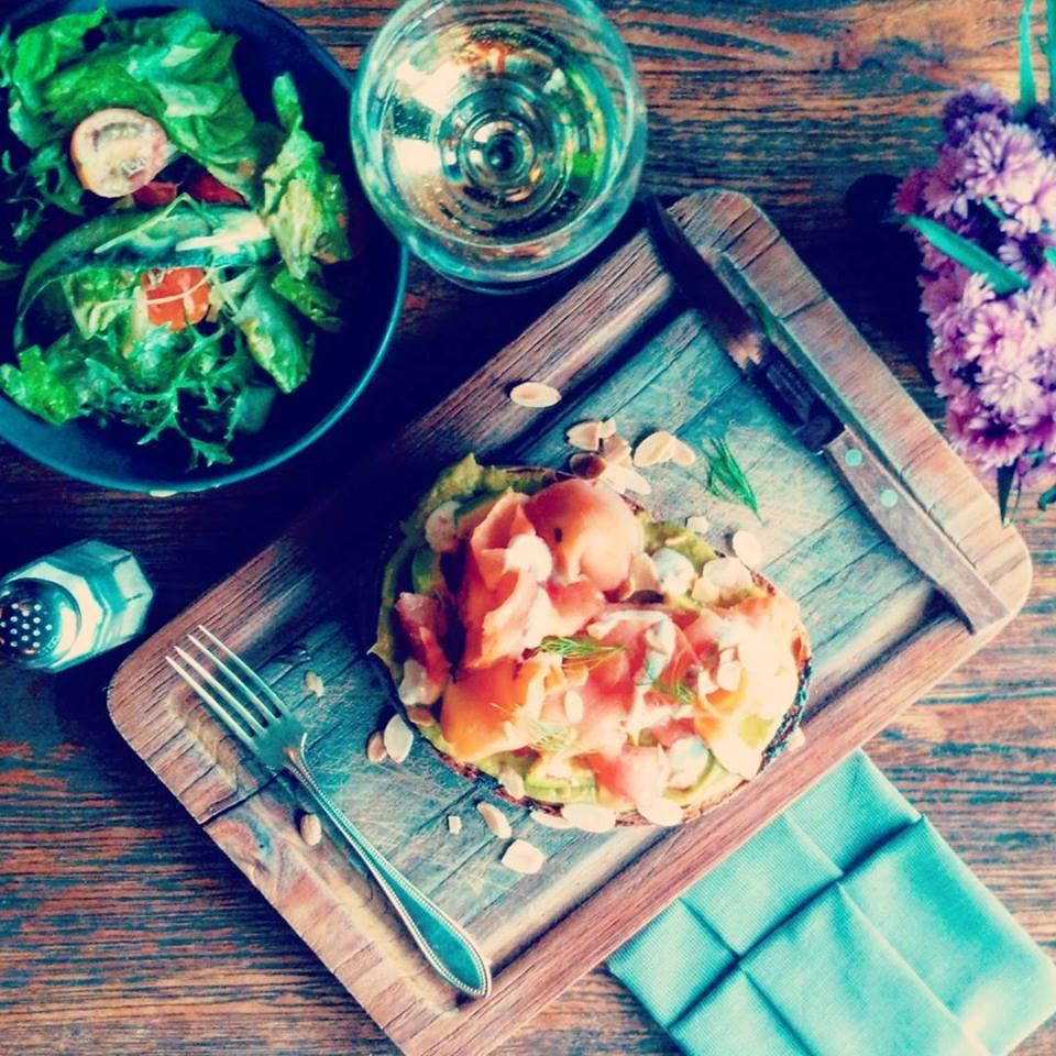The Bistrot Cafe Seminyak 1 » The Bistrot Cafe Seminyak, Sajikan Kuliner Enak dengan Suasana Interior Vintage